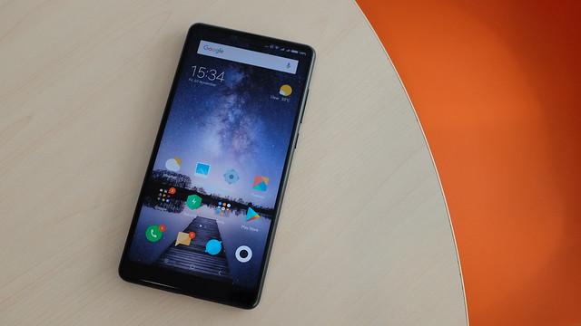 Tampilan layar bezelless Xiaomi Mi MIX 2 (Liputan6.com/ Iskandar)