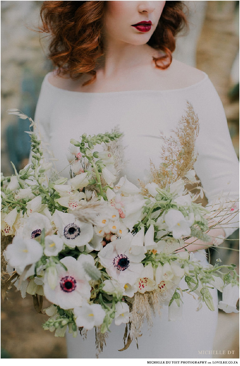 Minimalist wedding inspiration - bridal poses with white bouquet