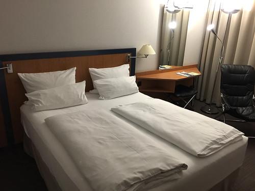 08 - NH Hotel Frankfurt West - Zimmer / Room 01