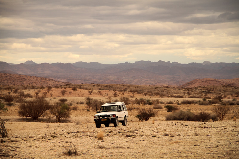Roadtrip-Namibia-Afrika-Safari-Tour-unterwegs mit Auto