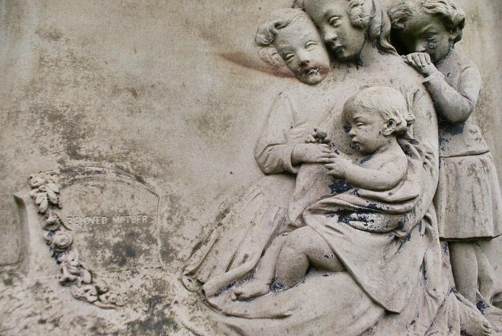 Sculpture légèrement inquiétante au cimetière de la Nécropolis de Glasgow.
