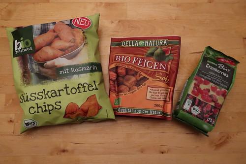 Süßkartoffelchips (bioZentrale), Bio Feigen (Della Natura) und Bio Cranberries (Edeka)