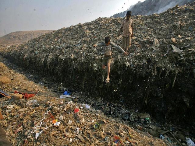 लैंडफिल कचरे का पहाड़