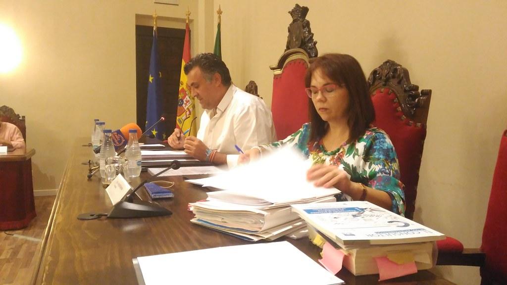 El pleno aprueba de manera unánime la distinción al cauriense Vicente Francisco Cándenas por su compromiso con el progreso de la ciudad de Coria