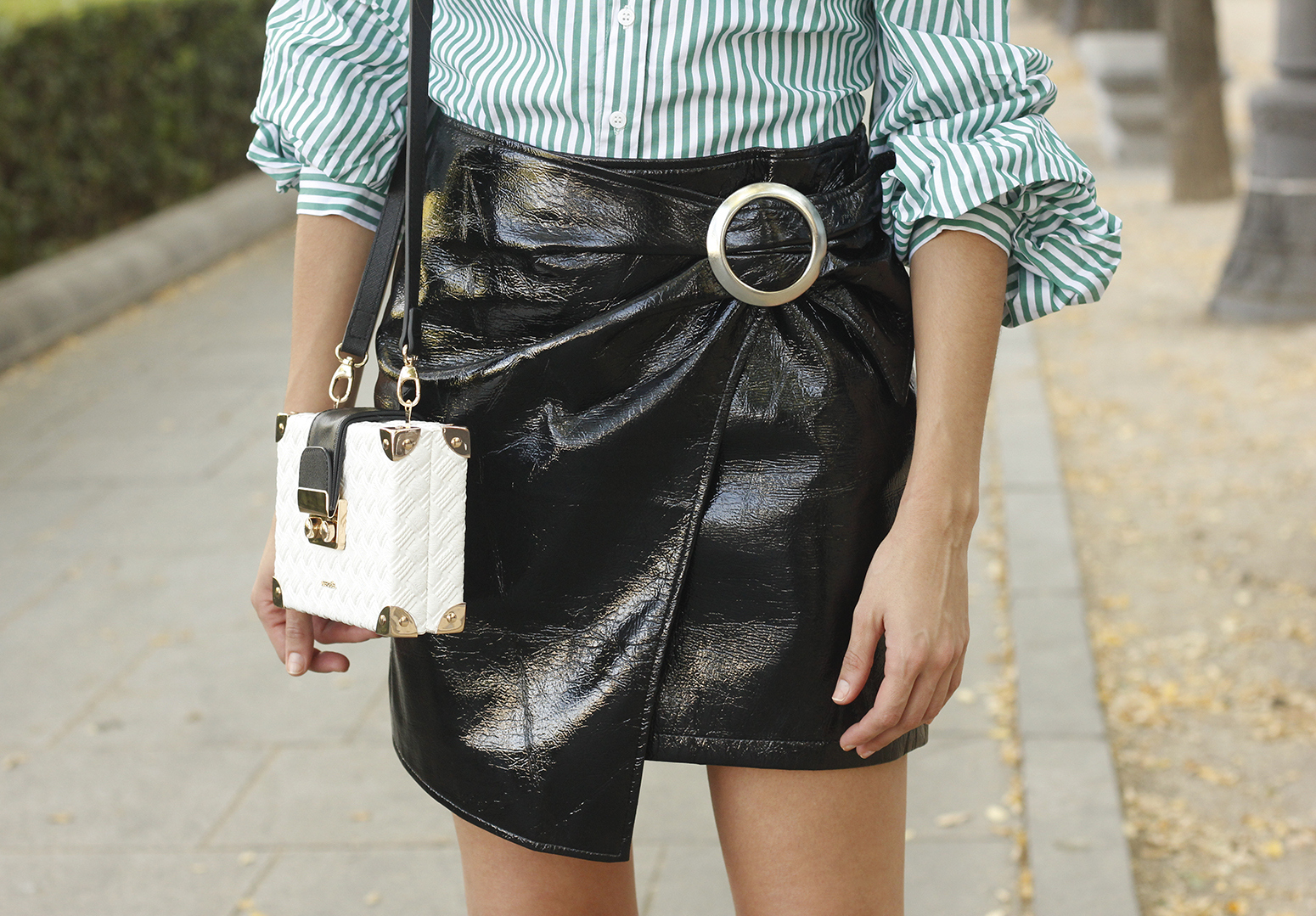 black patent leather skirt striped shirt uterqüe heels style fashion outfit trend01