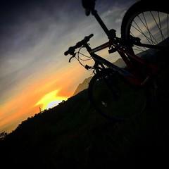 Sepedaan sore di gunung belakang rumah, :) .