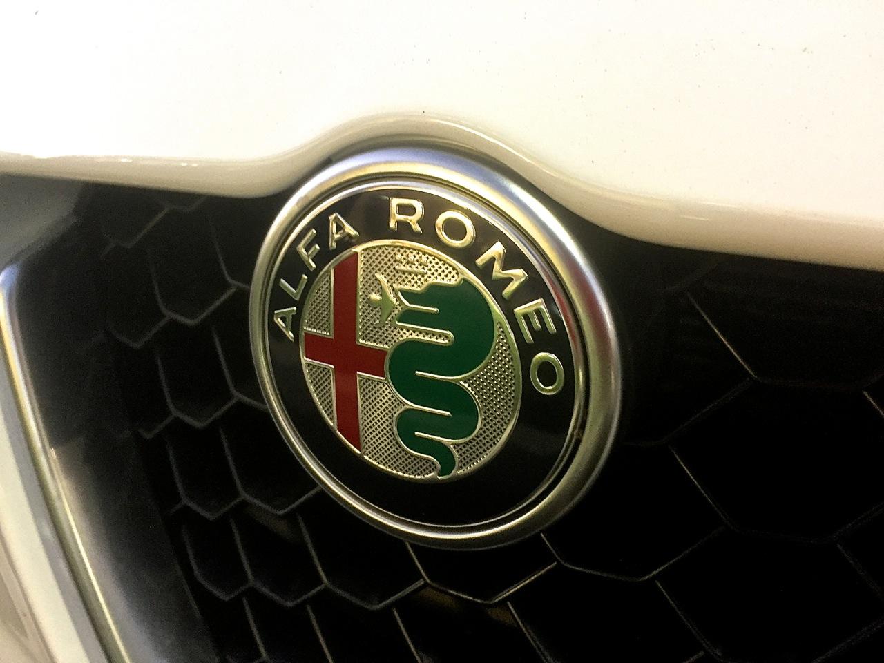 Alfa Romeo Giulia Ti AWD 12