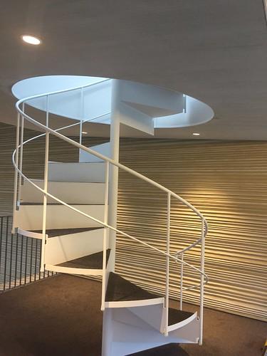 トスラブ館山ルアーナ 2階からの螺旋階段