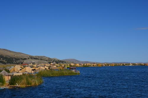 Schwimmde Schilfinseln am Ufer des Titicacasees