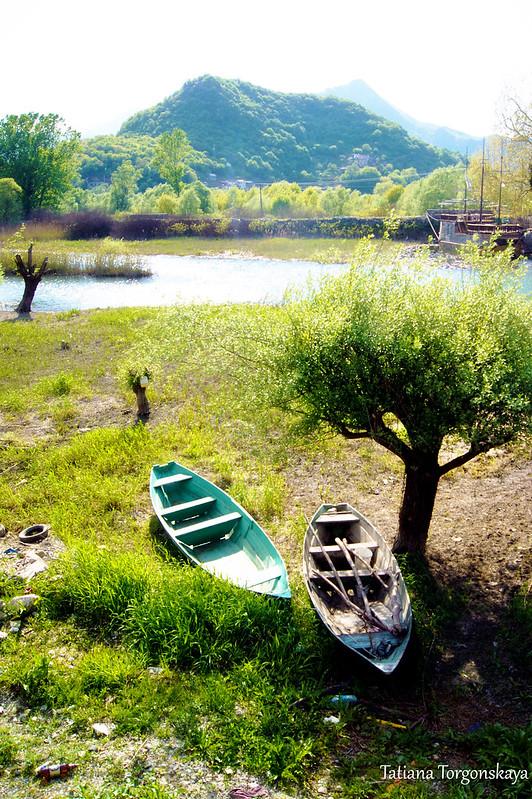 Лодочки на берегу Црмницы