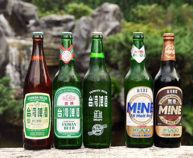 Taiwan_Beer_glass_bottles_20101124