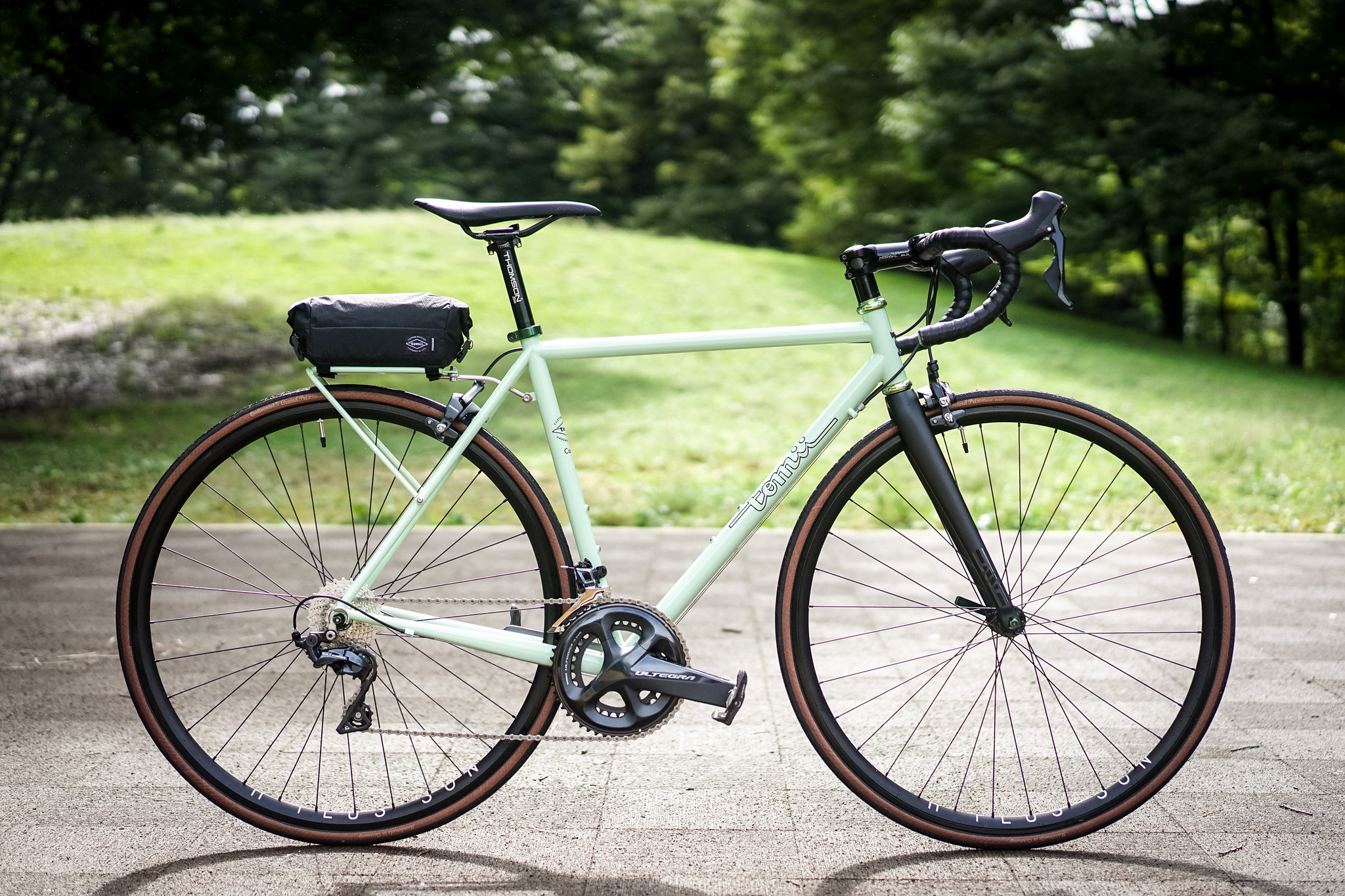 *TOMII CYCLES* canvas complete bike
