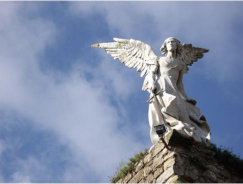 El Ángel Exterminador 1894 1895 Escultura de Josep Llimona Se alza sobre las ruinas de una antigua iglesia gótica en Comillas CantabriaFoto P B Obregón Uti 485