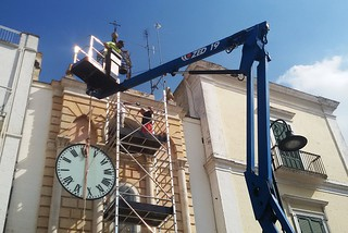 Noicattaro. Sostituzione quadrante Orologio piazza Umberto I front