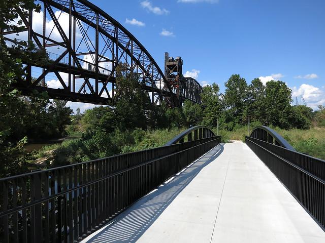 Bridge Next To Clinton Presidential Park Bridge (4072)