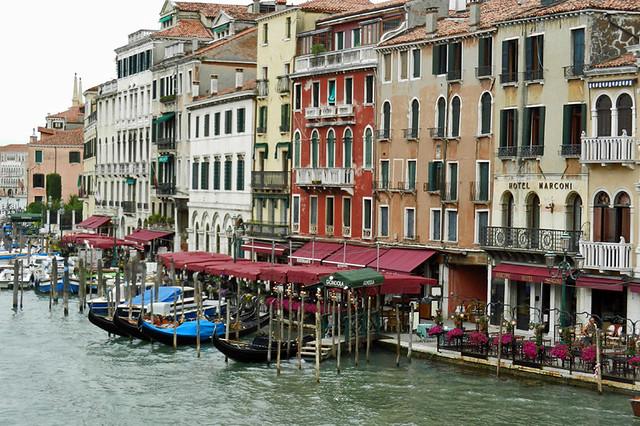2013.05.23.001 VENISE - Sestiere di Cannaregio - rives du Canal Grande depuis le Ponte di Rialto