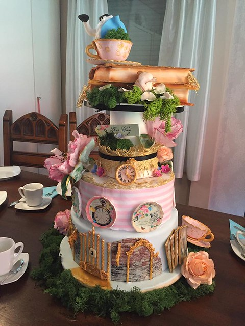 Alice in Wonderland Cake by Yvonne's Zimt & Zucker Torten Atelier