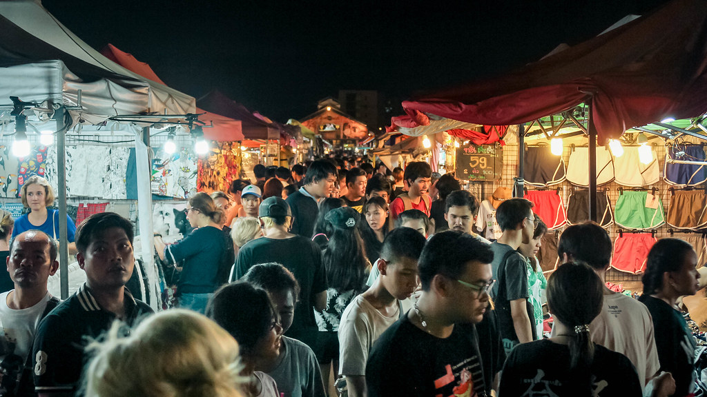 talad-rod-fai-night-market-alexisjetsets-11