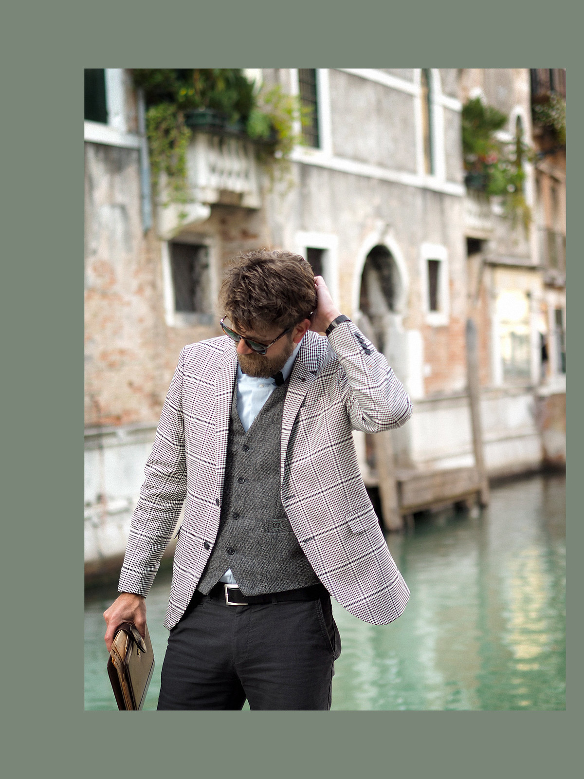 outfit professor glen check blazer autumn trend persol sunglasses intellectual style uni university prof sacha shoes bow tie elegant dandy style indiana jones venice look cats & dogs blog max bechmann 2