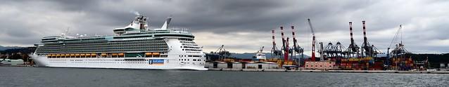 La Spezia...le port...the harbour