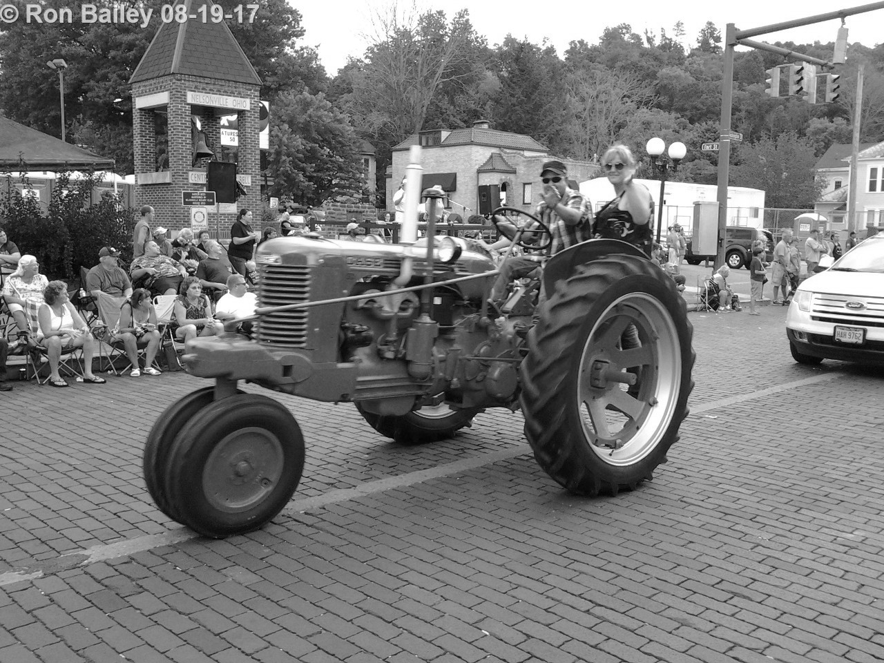 Parade of the Hills 2017 - Grand Parade BW 8-19-2017 7-15-36 PM