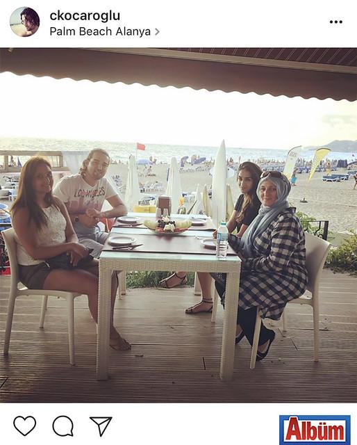 Cihan Koçaroğlu, Brüksel'den Alanya'ya tatile gelen aile dostlarıyla Palm Beach Alanya'da keyifli bir kahvaltı yaptı.