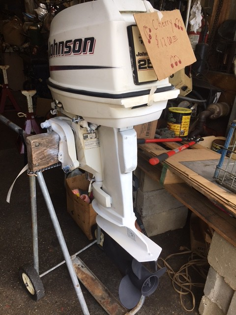 2005 Johnson 25hp Outboard 2 stroke 20in shaft Have controls Always fully serviced RUNS GREAT!!!