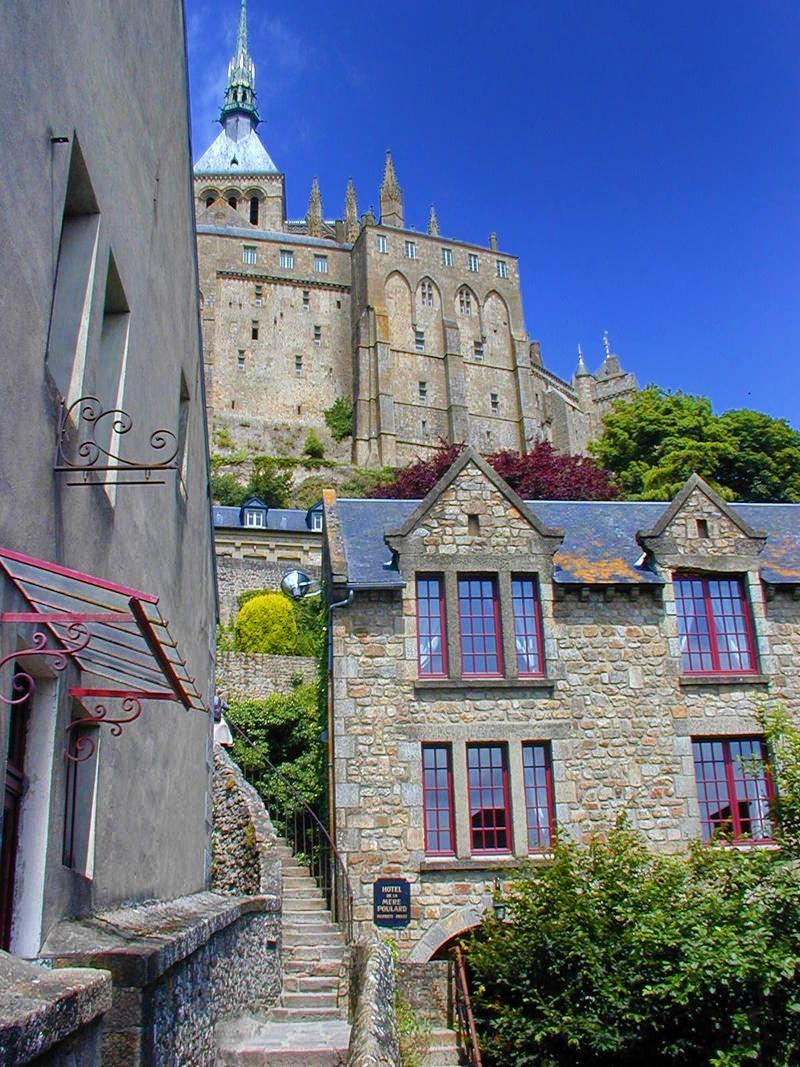 Mont Saint-Michel, Street