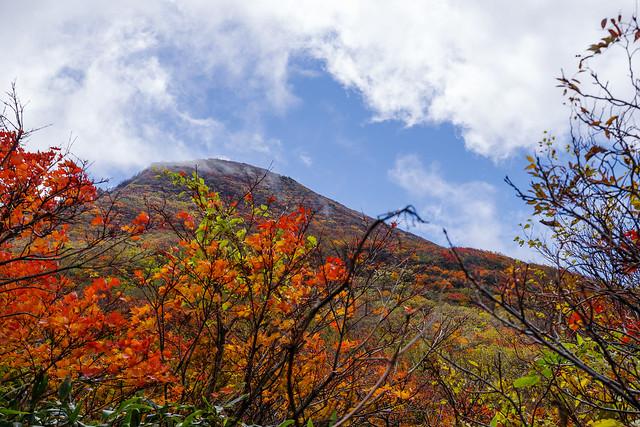 磐梯山頂も一瞬雲が払われる