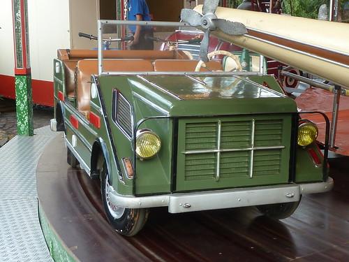 Altes Karussell – Geländewagen