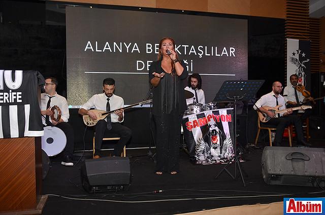 Gecede Alanya'nın sevilen sanatçısı Ranya sahne aldı