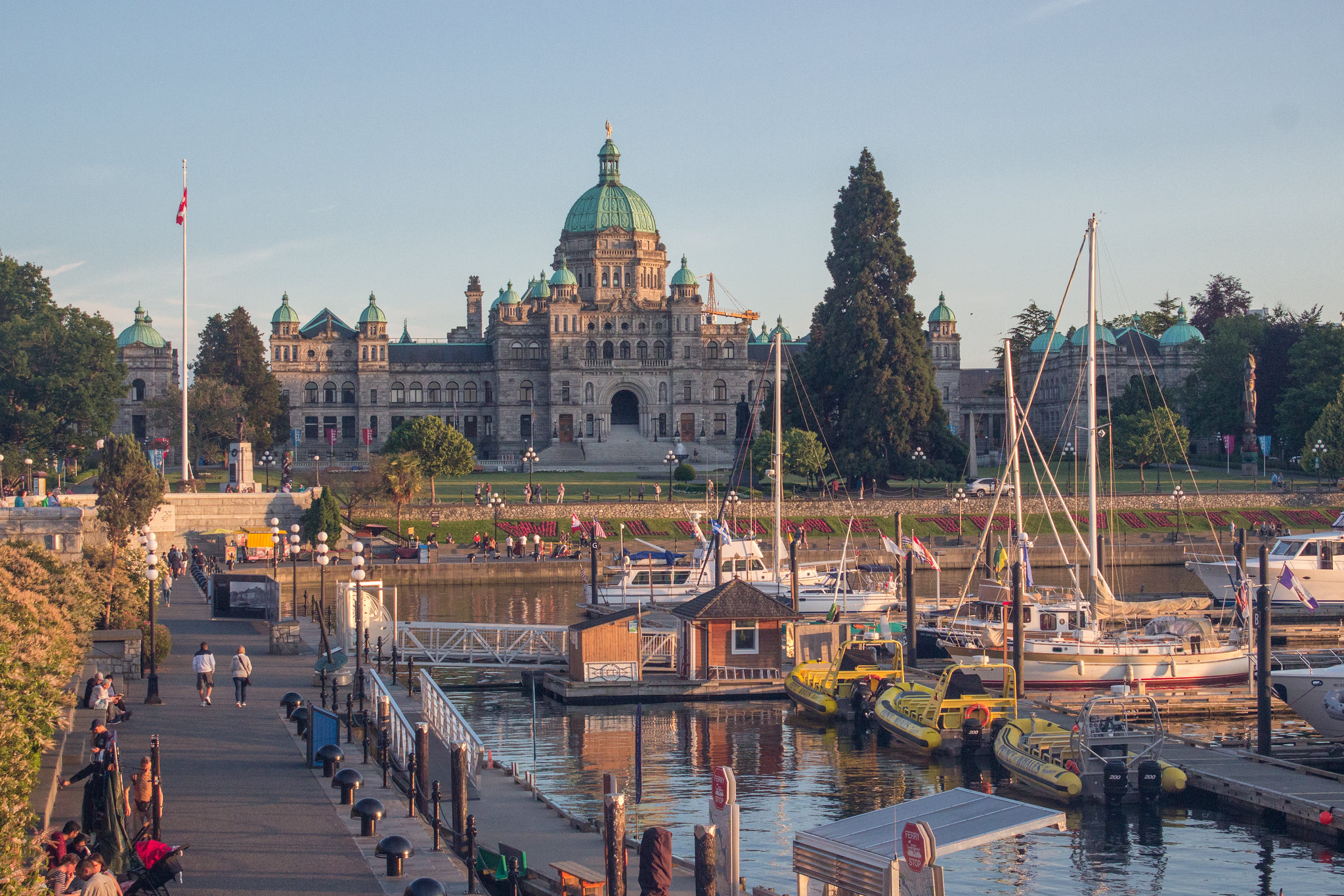 Sunset over BC parliament building - how spend one day exploring Victoria, BC