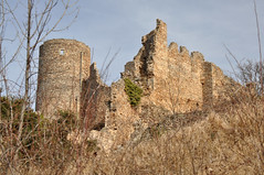 Ruines du château de Couzan - Photo of Saint-Laurent-Rochefort