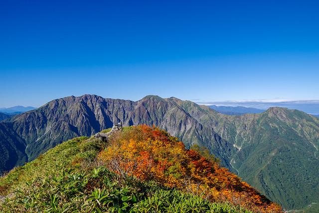 谷川岳と白毛門山頂