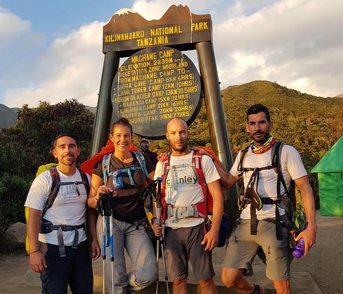 Dos nazarenos coronan el pico del Kilimanjaro
