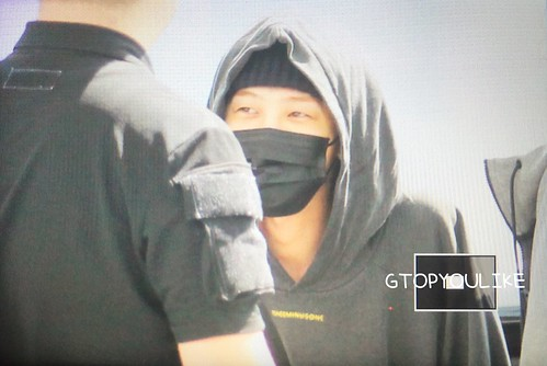 G-Dragon departure Seoul to Europe 2017-09-22 (14)