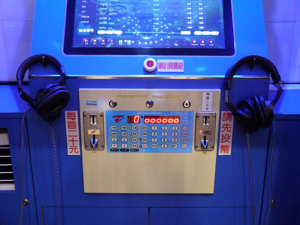 37249937564 8ae86679a5 b - 凱擘影城Kbro Cinemas,電影院改裝新開幕,電話亭KTV一首歌銅板價20元