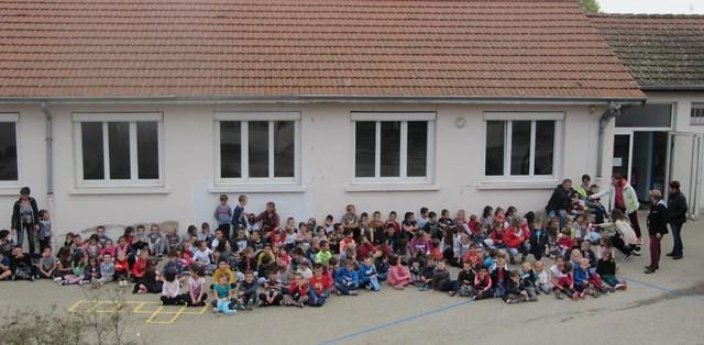 Une course à l'élastique organisée à l'école de Saint-Trivier-sur-Moignans