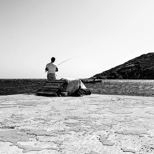 #blackandwhite #bnw #blackandwhitephoto #blackandwhitephotography #bwphotography #bwphoto #fisherman #contrast #waiting #fishing #fishinglife #sea #dawn #sun #light #andreagracis #photographer #originalphotography #photography #composition #shutterisoaper
