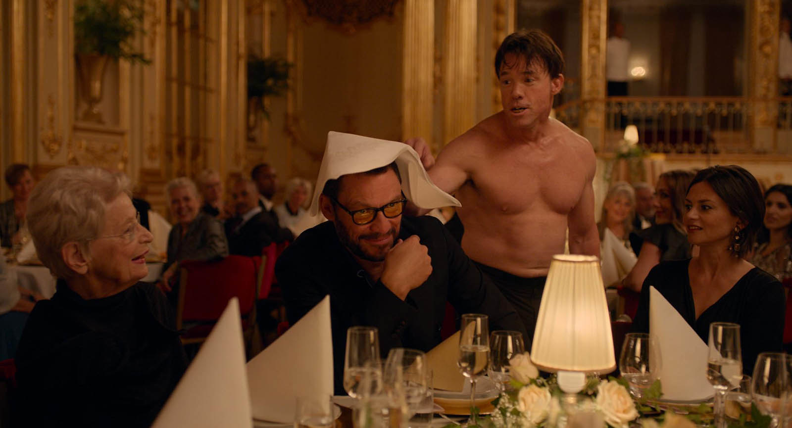 The square de Ruben Östlund : Dominic West et Terry Notary