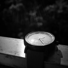 [The World iN my eyes] #196 Watch。好好享受日光唄 #365days #theworldinmyeyes  #sunnyday #watch #charge #blackandwhite