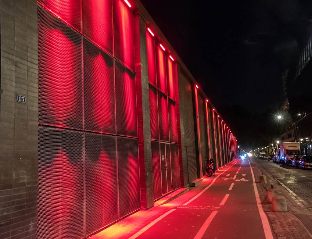 Nuit rouge au 13 Quai de la Loire... 37382589080_63ab92db31_b
