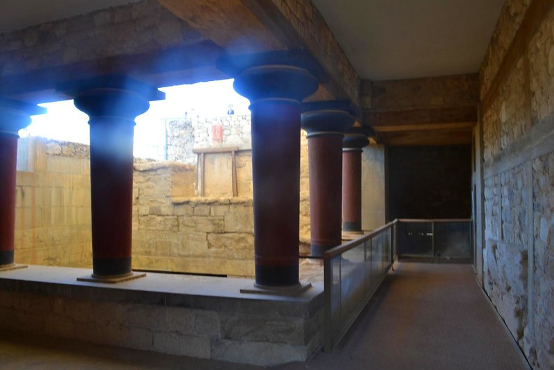 knossos patio