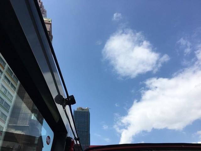 雙層觀光巴士的天空,天氣超超超好