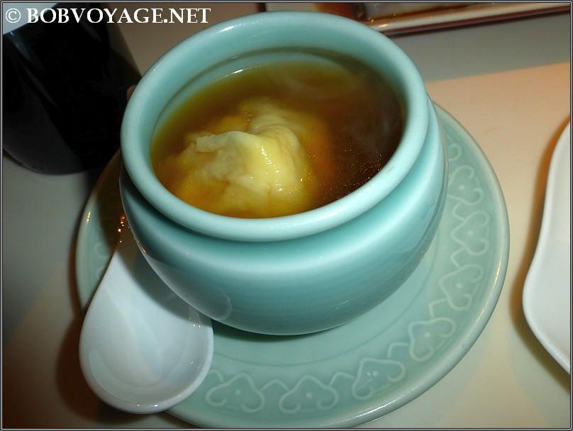 מרק עם דמפלינג פירות ים ב- יאוצ'ה