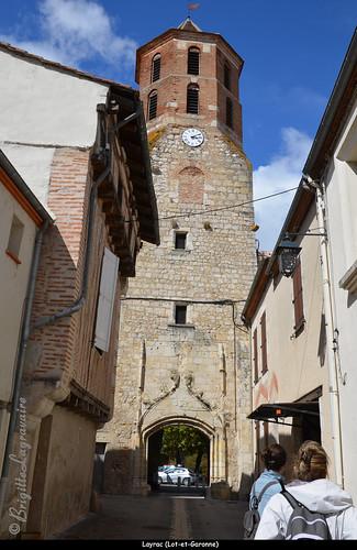 Le clocher-porche, reste de l'ancienne église gothique paroissiale (13e-14e siècle)