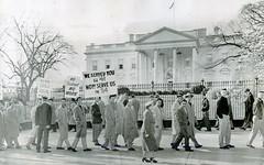 Striking longshoremen picket White House: 1954