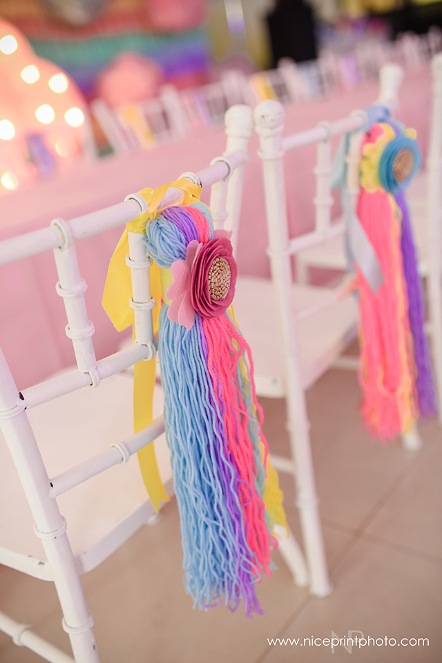 unicorn theme party kiddie chairs detail (1)