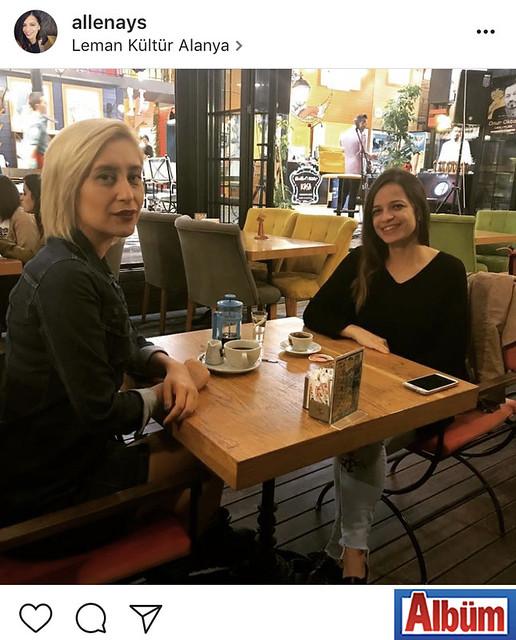 Diyetisyen Aysel Şevik, arkadaşı Fulya Özcan ile birlikte Leman Kültür'de keyif kahvesi içti.