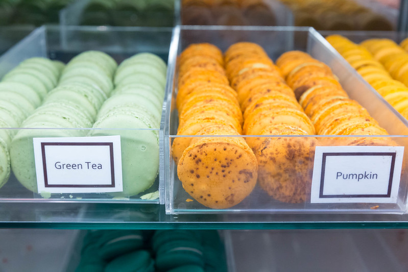 Small cakes with green tea and pumpkin flavour at Chicago French Market